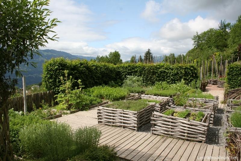 D couverte du jardin des cimes du plateau d 39 assy en haute savoie for Cloture de jardin haute savoie