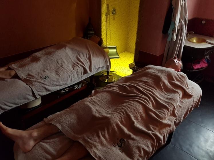 table de massage erotique Fréjus