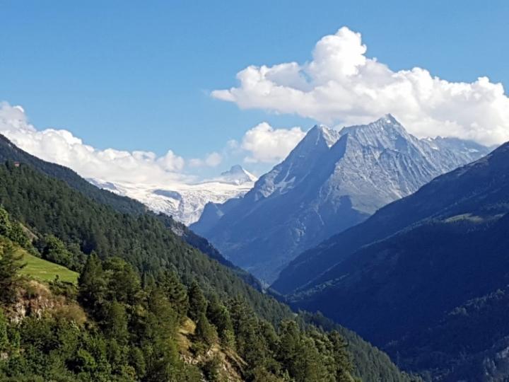 Val d'Hérens : vue sur la montagne