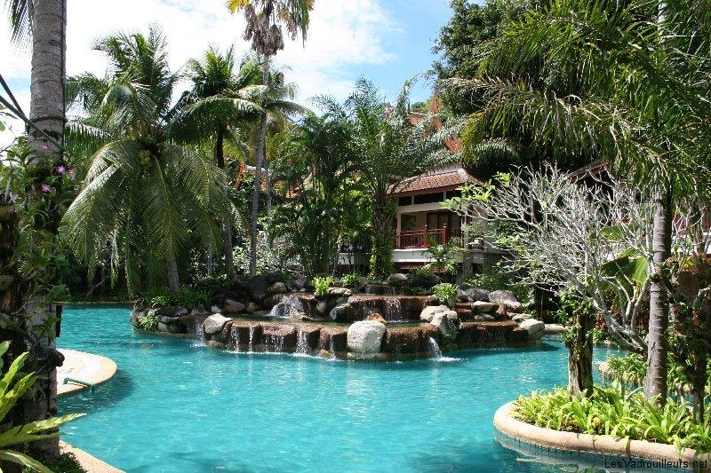 notre top 10 des belles piscines d 39 h tels du monde. Black Bedroom Furniture Sets. Home Design Ideas