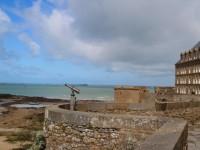 Vue-sur-la-mer-depuis-les-remparts