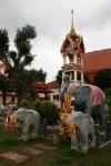 Statues d'éléphants et offrandes