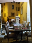 Restaurant à côté de la fontaine