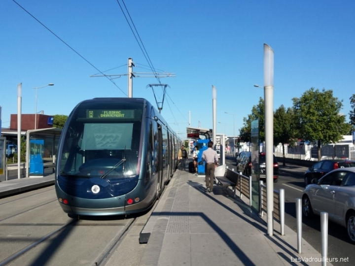 Prise du tram à Bordeaux