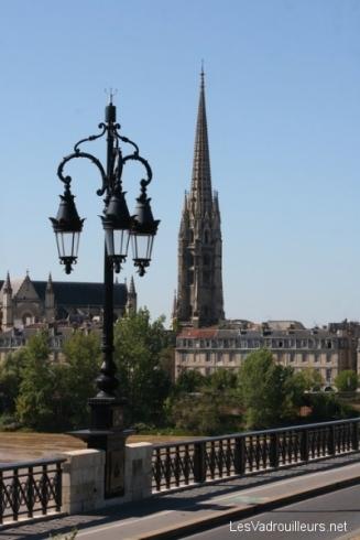 La flèche Saint-Michel vue du pont de pierre
