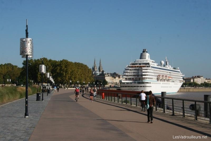 Navire de croisière à Bordeaux