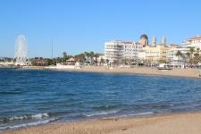 Vue sur Saint-Raphael depuis la plage
