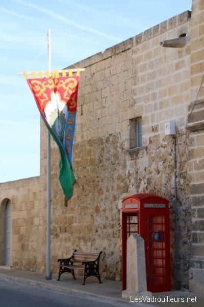 Cabine téléphonique à Zebbug