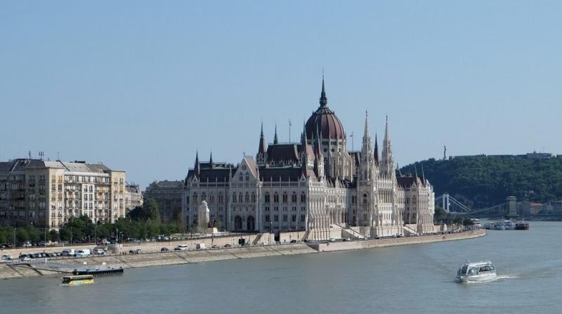 Le parlement de Budapest et le Danube