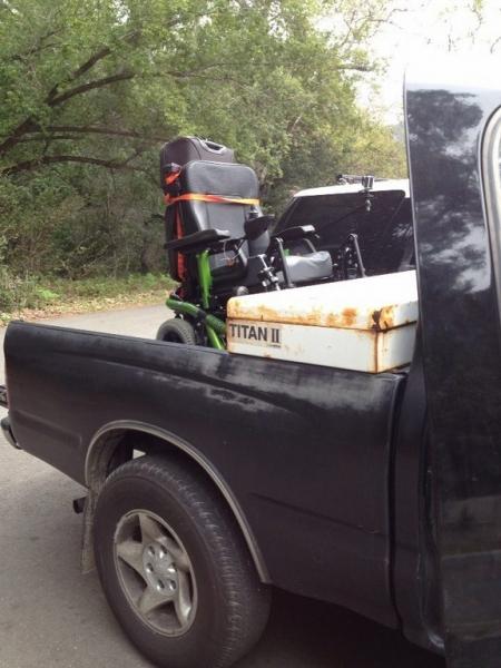 Fauteuil roulant à l\'arrière d\'un truck americain