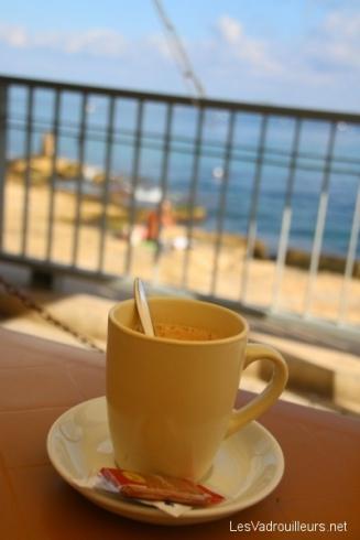 Café pris en bord de mer
