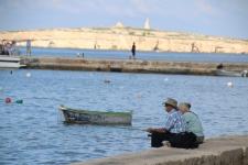 Un vieux couple qui pêche