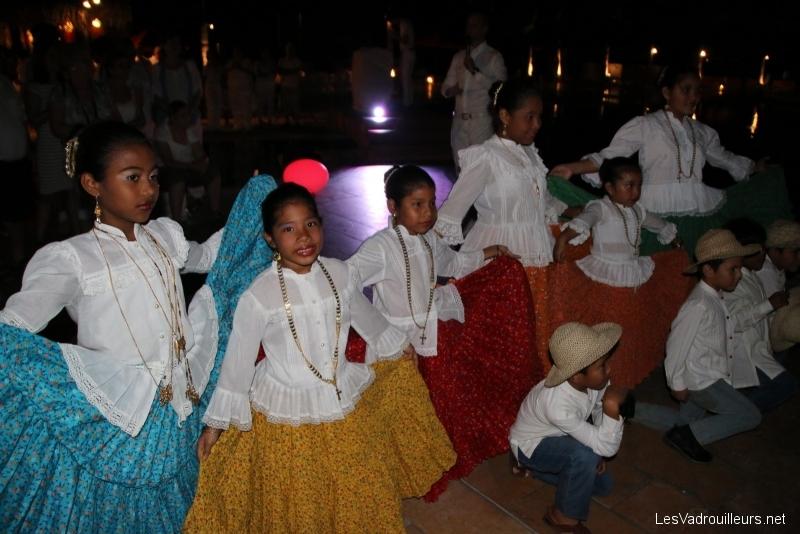 Danse traditionnelle des enfants