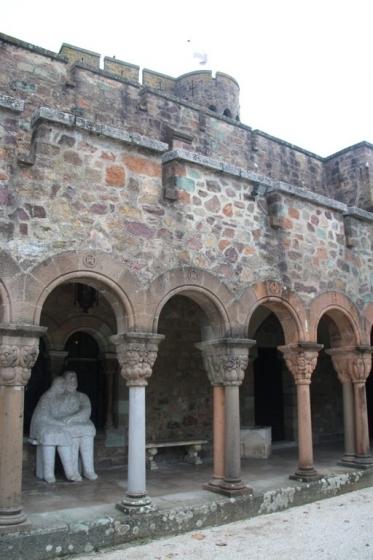 Les arcades dans la cour