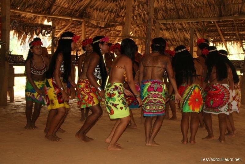 Danse des femmes indigènes Embera