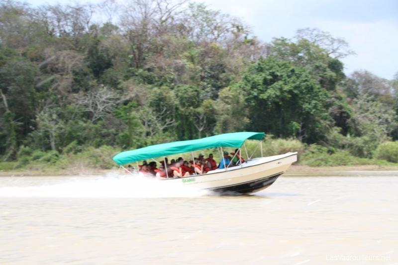 Bateau rapide au lac Gatun