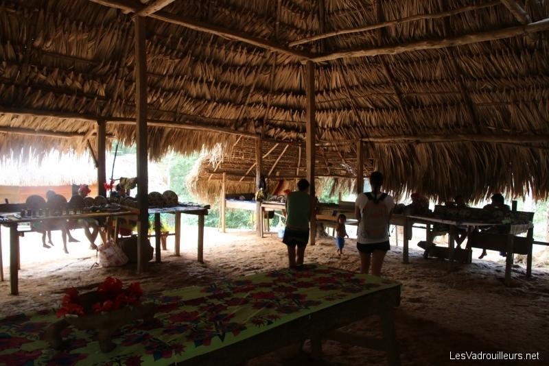 Réception dans une salle commune Embera