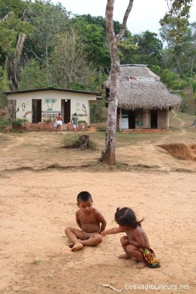 Des enfants Embera