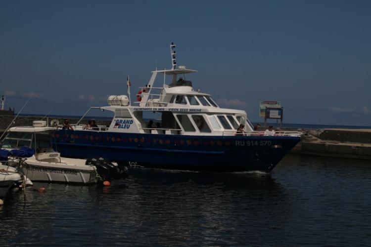 Arrivée du bateau Le Grand Bleu