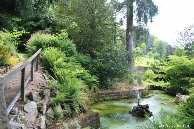 Fontaine dans le jardin
