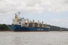 Navire sur le canal de Panama