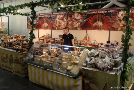 Stand fromages et charcuteries