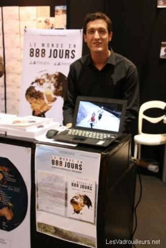 François devant son stand