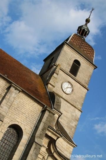 Une église avec clocher comtois