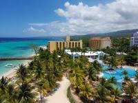 Hôtel côté piscine et côté plage