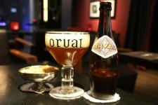 Déguster une bière belge au bar