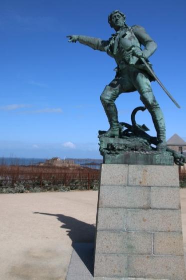 Statue de Surcouf