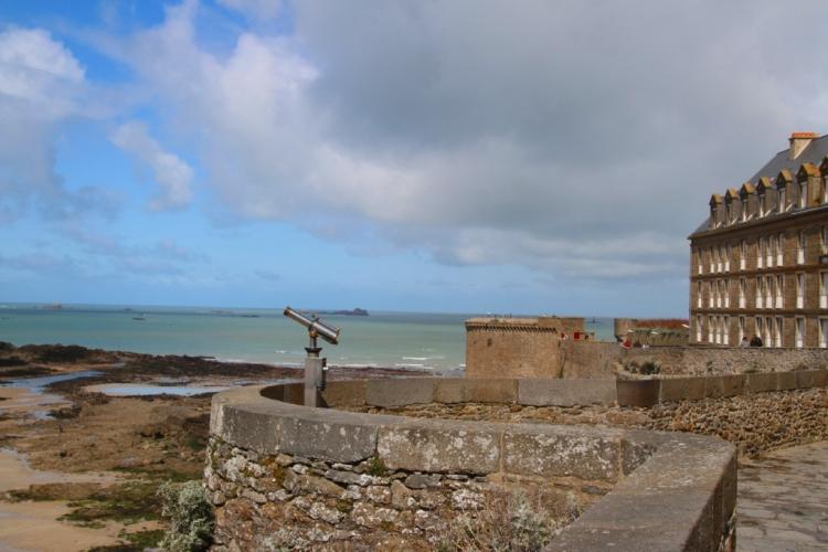 Vue sur la mer depuis les remparts