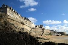 Les remparts vus de la plage