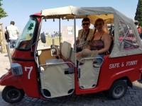 Que faire à Lisbonne : tuk tuk dans l'Alfama