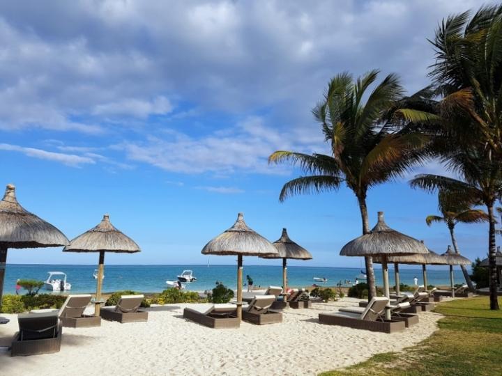 Paradise Beach : transats à la plage