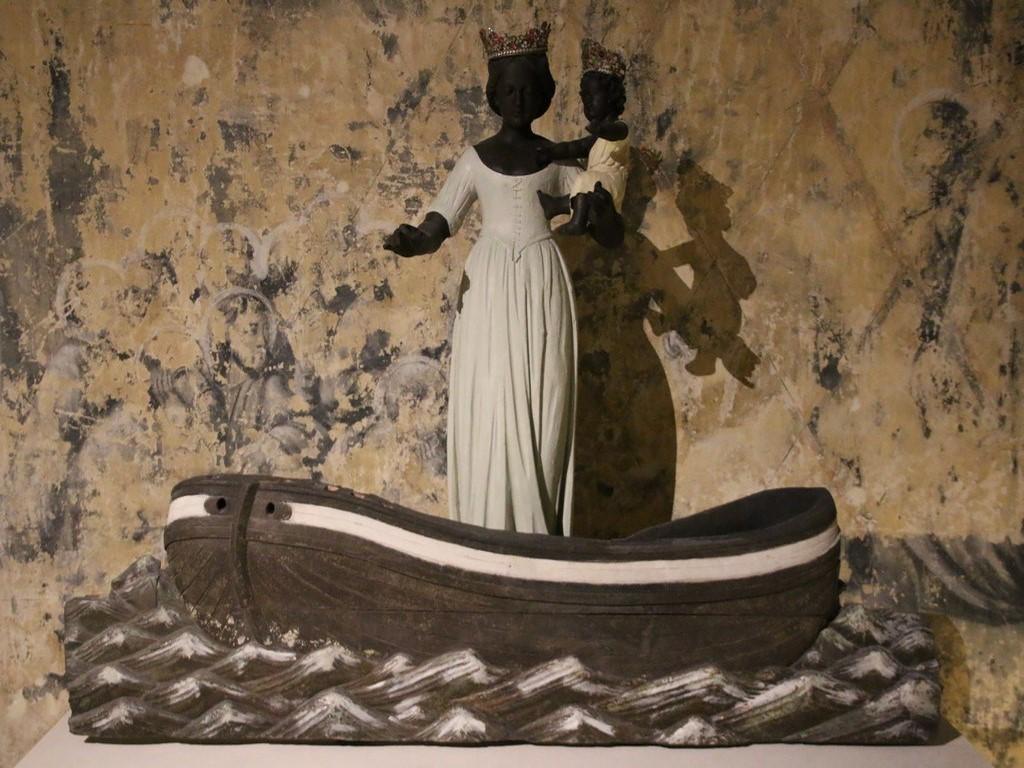 Boulogne sur Mer : statue de Notre Dame