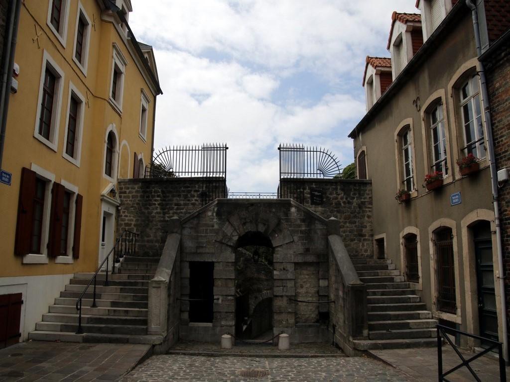 Boulogne sur Mer : maisons et fortifications