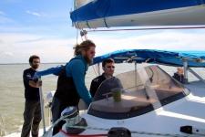Découvrir la Baie de Somme : piloter le catamaran
