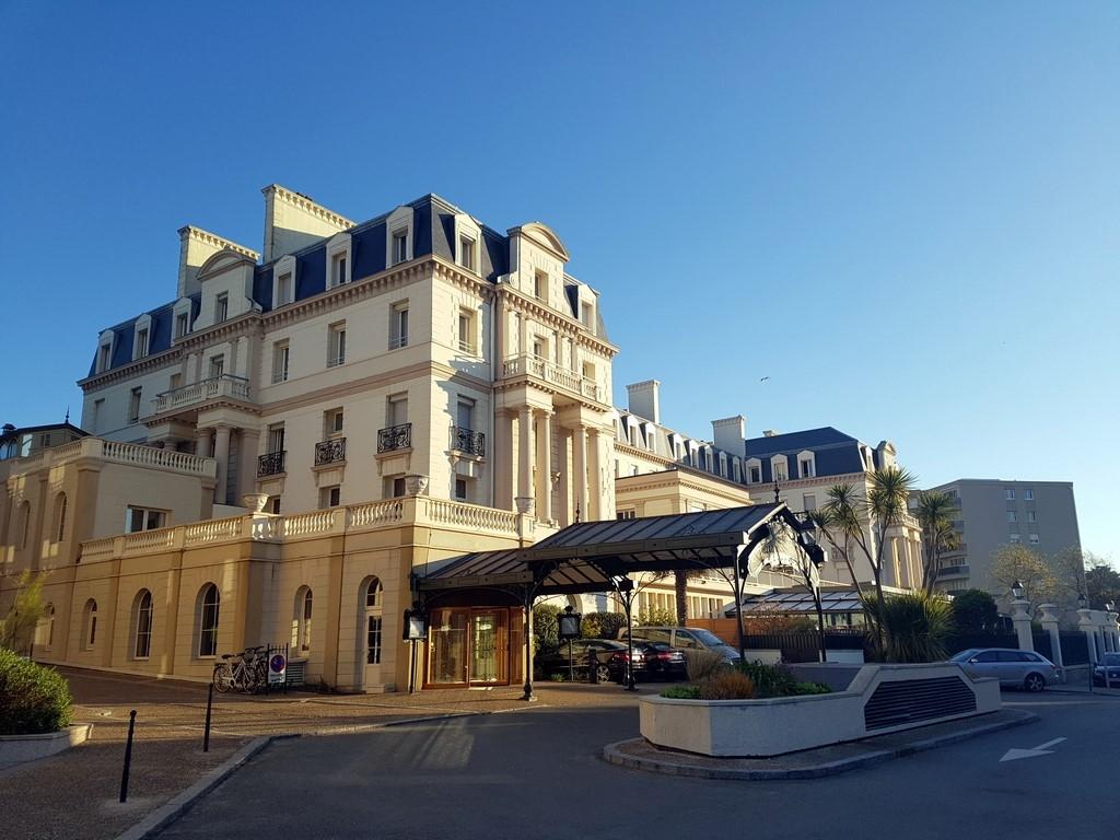 Grand Hôtel des Thermes : façade côté ville