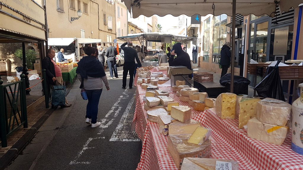 OUI.sncf : marché des produits régionaux à Sainte Maxime