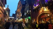 Petite année en Alsace : illuminations à Riquewihr