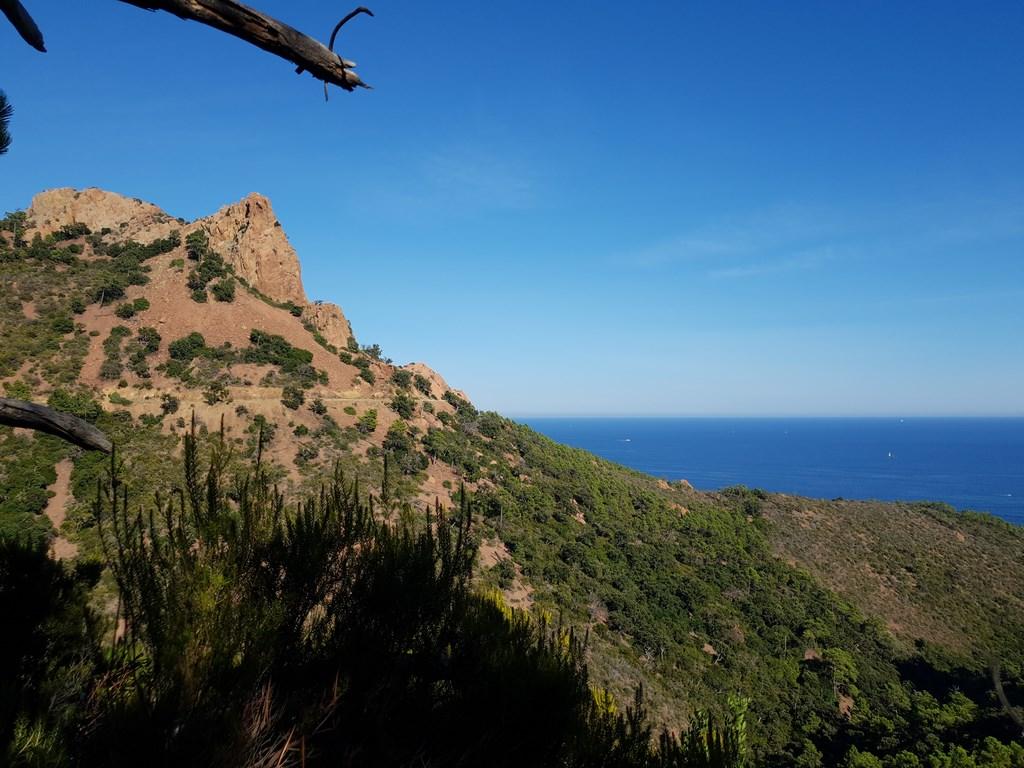 Randonner dans l'Esterel : Au Rocher de Saint-Barthelemy