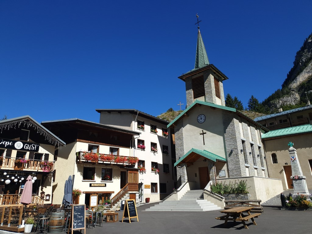 Pralognan en septembre : l'église de Pralognan