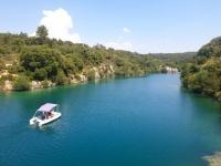 Balade en bateau électrique dans le Verdon
