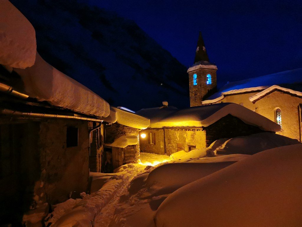 Bonneval sur Arc en hiver : vieux village la nuit