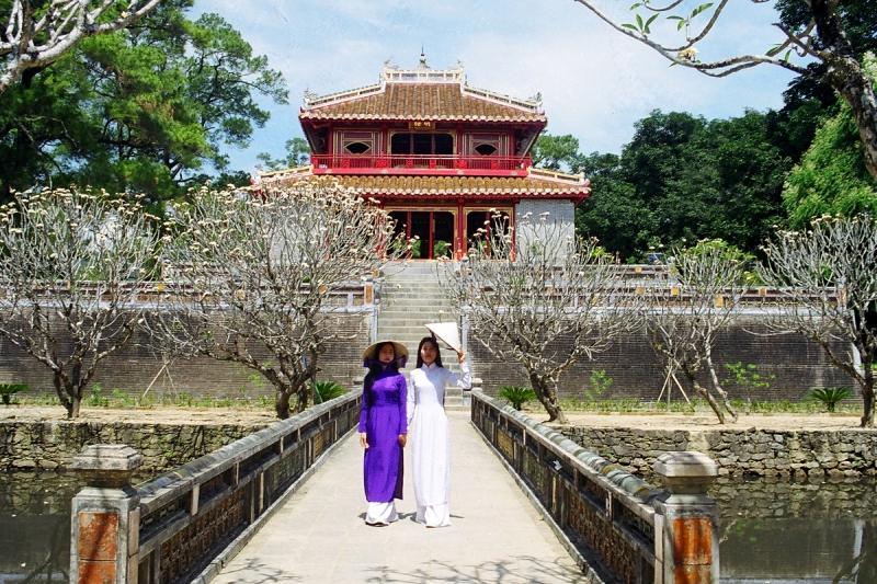 Filles Vietnamiennes en Ao Dai