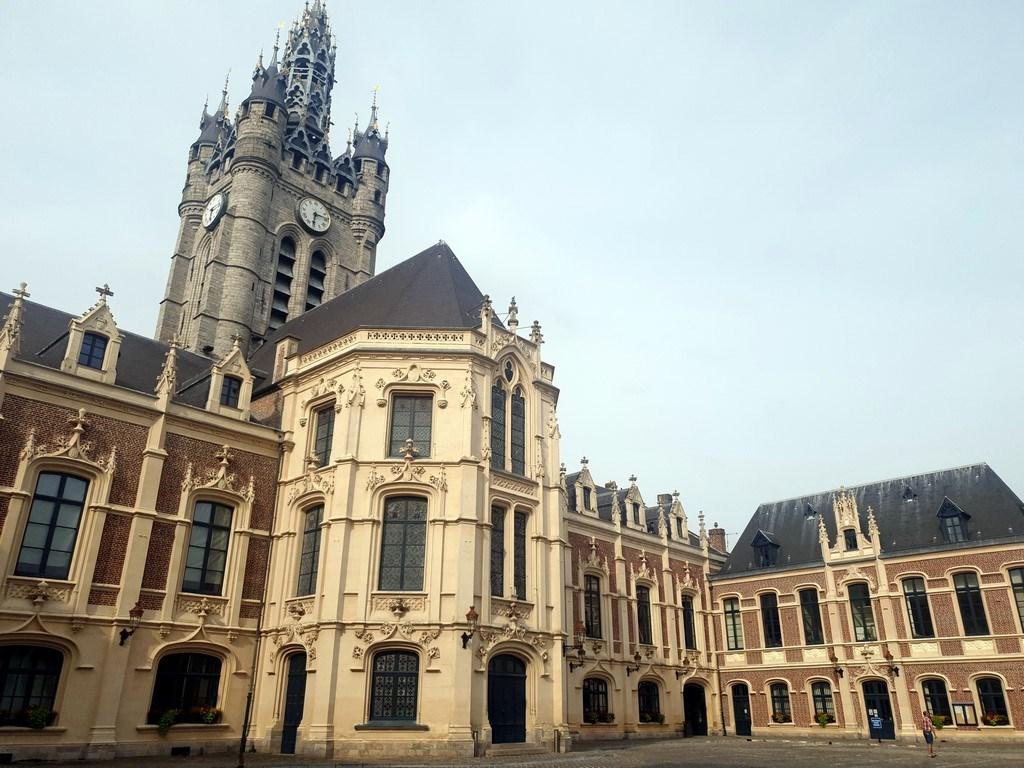 Découvrir Douai : l'hôtel de ville et le beffroi