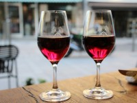 Partager-un-bon-verre-de-vin-de-Bourgogne
