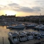 Ah le charme intemporel du vieux Cannes quand vient la nuit …
